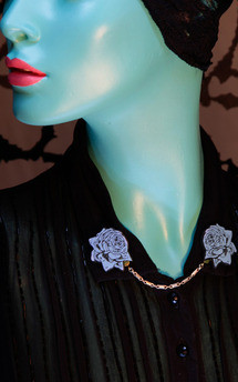 Rose collar brooches turquoise by Rosita Bonita Product photo