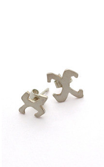 Medium_single_kiss_silver_studs