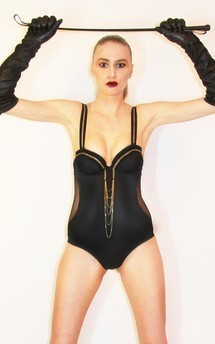 Medium_blk_body_with_gold_chain_front