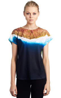 Akimiski - printed top by Due. Product photo