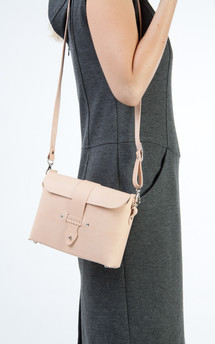 Tuuli - leather shoulder bag by Väska Product photo