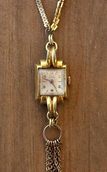 Classic timepiece necklace by Urraca Vintage Product photo