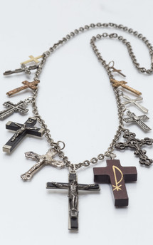 Vintage crucifix chain by Urraca Vintage Product photo